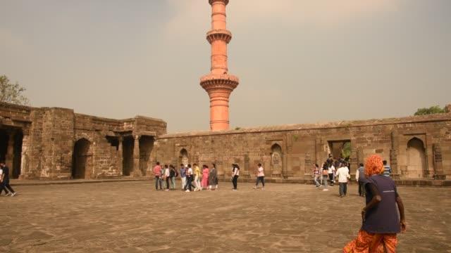 tourist visit to ancient fort daulatabad, aurangabad,  maharashtra, india - stein baumaterial stock-videos und b-roll-filmmaterial