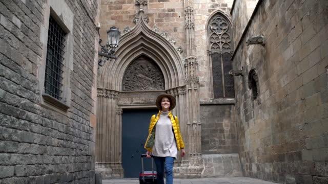 スペインを訪れる観光客 - ゴシック地区点の映像素材/bロール