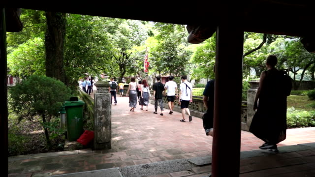 tourist walking at the garden hoa lu temple - traditionally vietnamese stock videos & royalty-free footage