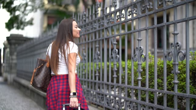 tourist walking with suitcase on the street - pardo brazilian stock videos & royalty-free footage