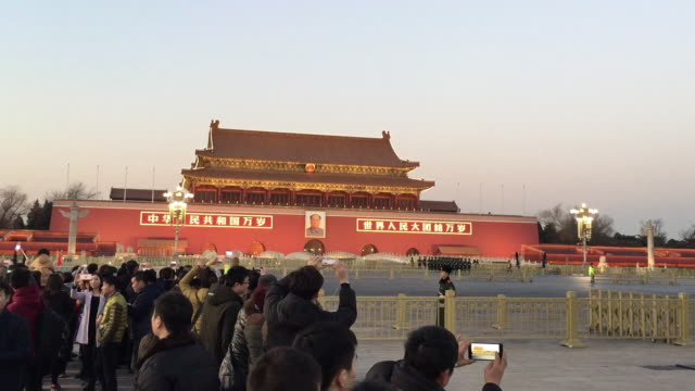 vídeos de stock e filmes b-roll de tourist watch flag lowering ceremony at famous tiananmen square on feb 13 2017 in beijing china - baixar