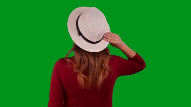 vídeos de stock e filmes b-roll de tourist woman on chroma key background - cabelo natural