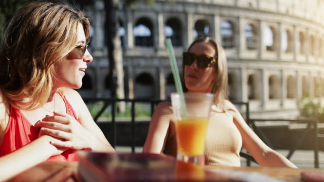 tourist women at bar under the coliseum of rome - colosseo video stock e b–roll