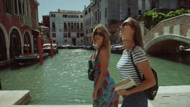 tourist women in venezia, italy - venice italy stock videos & royalty-free footage