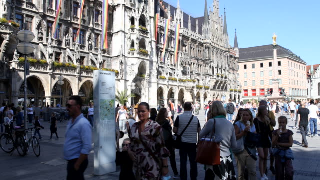 tourists admire the carillon in the tower of the new town hall at marienplatz during the novel coronavirus pandemic on july 07, 2020 in munich,... - rathaus stock videos & royalty-free footage