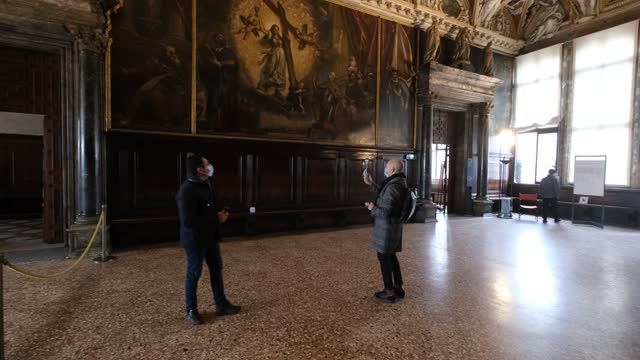 tourists and locals visit the doge's palace during the venice carnival on february 11, 2021 in venice, italy. the doge's palace reopens for four days... - palace stock-videos und b-roll-filmmaterial