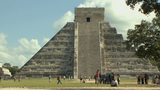 WS Tourists at El Castillo, Mesoamerican step-pyramid served as temple to god Kukulkan at pre-Columbian archaeological site built by Maya civilization / Chichen Itza, Yucatan, Mexico