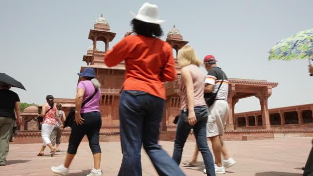 ms tourists at fatehpur sikri / agra, uttar pradesh, india - 史跡めぐり点の映像素材/bロール