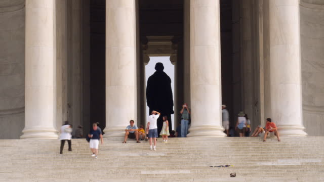 T/L WS Tourists at Jefferson Memorial / Washington, DC, USA