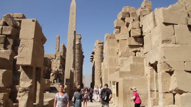 tourists at luxor temple obelisk in background - temples of karnak stock videos & royalty-free footage