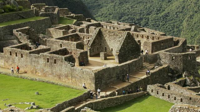 T/L, WS, HA, Tourists at Machu Pinch, Urubamba, Peru