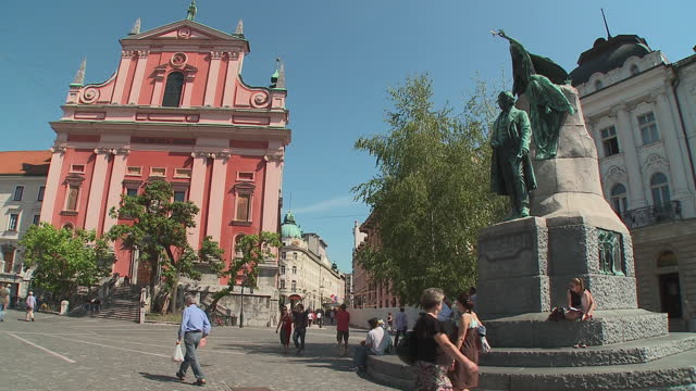 WS PAN Tourists at Preseren's Square with monument to France Preseren and Franciscan Church of Annunciation, Ljubljana, Slovenia