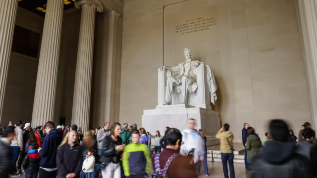 tourists at the lincoln memorial - abraham lincoln stock videos & royalty-free footage