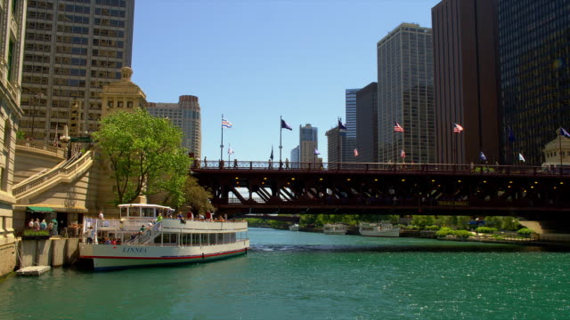 tourists board a ferry on the chicago river near dusable bridge. - dusable bridge stock videos & royalty-free footage
