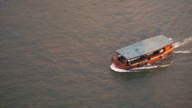 観光客のボート チャオプラヤー川 - チャオプラヤ川点の映像素材/bロール