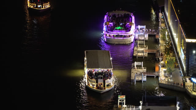 tourists boats in chao phraya river at night - river chao phraya stock videos & royalty-free footage