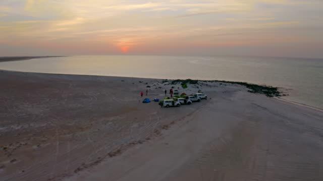 aerial tourists camping am strand in der dämmerung - oman stock-videos und b-roll-filmmaterial