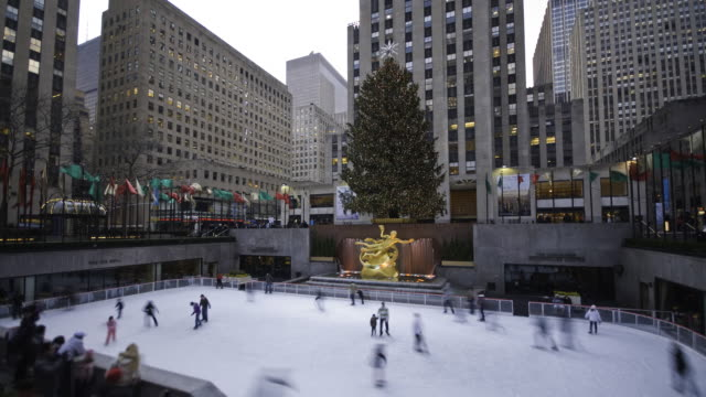 tourists enjoy ice skating in rockefeller plaza. - rockefeller center stock videos & royalty-free footage