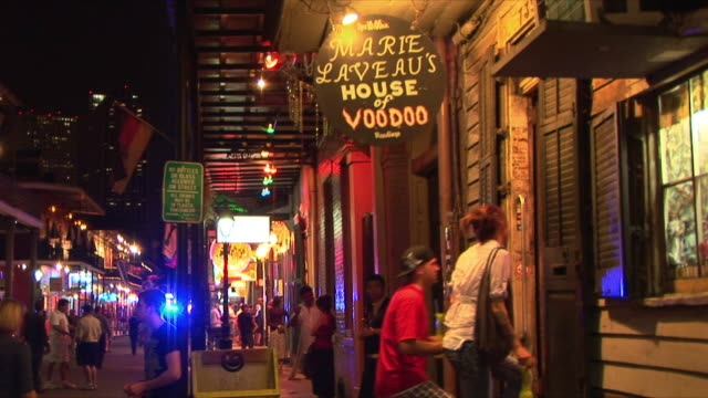 ms tourists entering marie laveau's house of voodoo, new orleans, louisiana, usa - entering stock videos & royalty-free footage