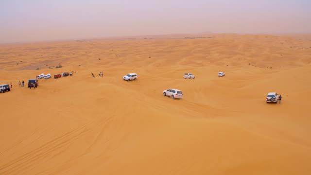 SLO MO turistas explorar as dunas bashing