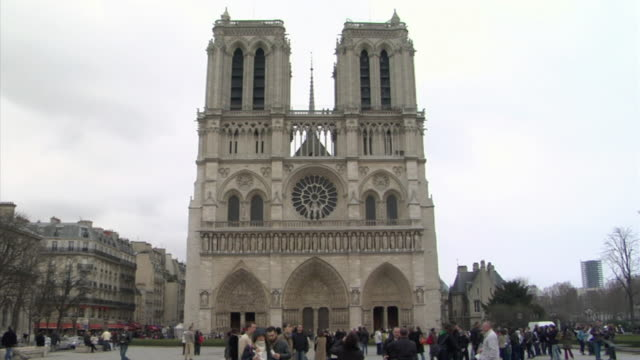WS Tourists in front of Cathedral Notre Dame, Paris, France