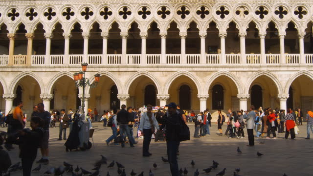 MS, PAN, Tourists in front of Doge's Palace, Venice, Italy