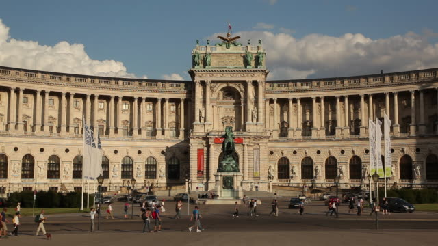 ws tourists in front of hofburg palace / vienna, austria - traditionally austrian stock videos & royalty-free footage
