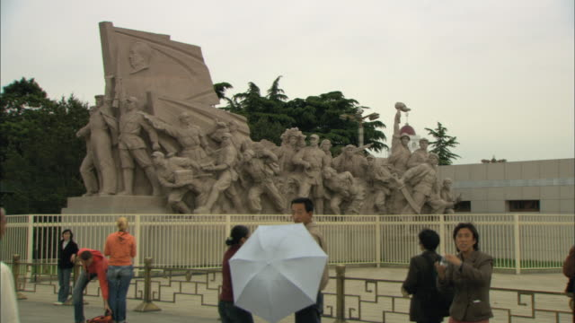 ms tourists in front of statue memorial in tiananmen square, beijing, china - tiananmen square stock videos and b-roll footage