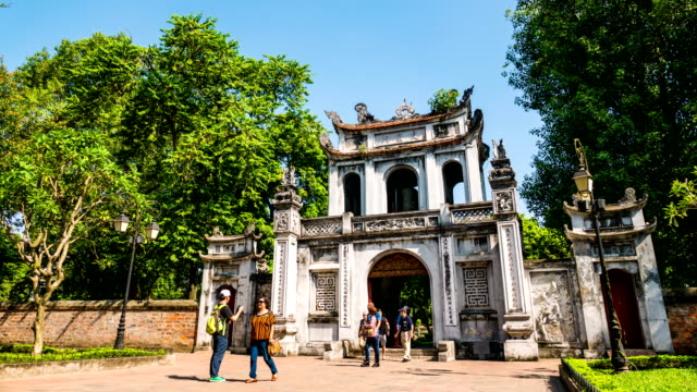 tourists in front of temple of literature main gate. hanoi, vietnam. time lapse video - hanoi stock videos and b-roll footage