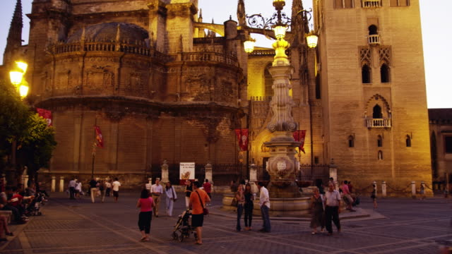 WS Tourists in Plaza del Triunfo outside Cathedral of Seville / Seville, Andalusia, Spain