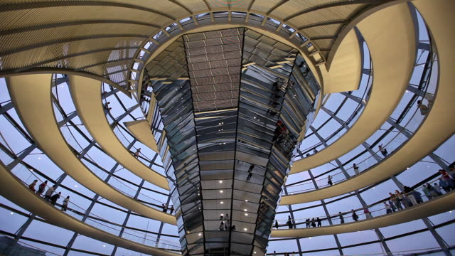 vídeos de stock, filmes e b-roll de ms la tourists in reichstag dome, berlin, germany - energy efficient