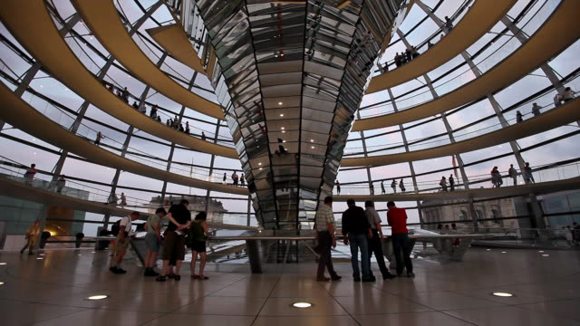 ws tourists in reichstag dome, berlin, germany - cupola video stock e b–roll