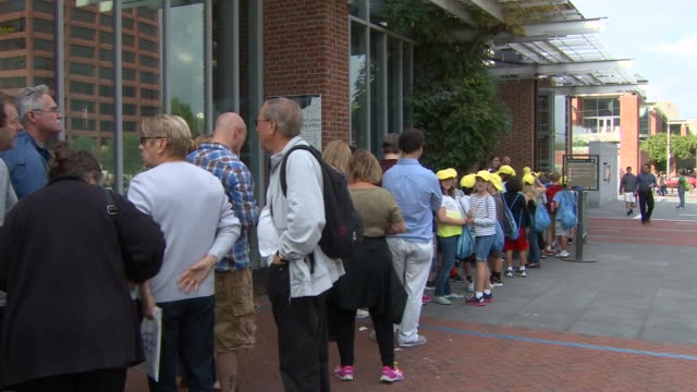 tourists line up outside of independence hall in philadelphia, pennsylvania. - independence hall stock videos & royalty-free footage