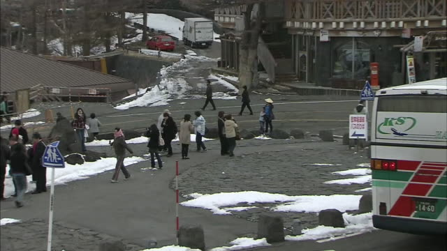vidéos et rushes de tourists mill around the 5th station on mt. fuji in japan. - car