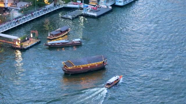 チャオプラヤ川のボート、バンコクの観光客 - フェリー船点の映像素材/bロール
