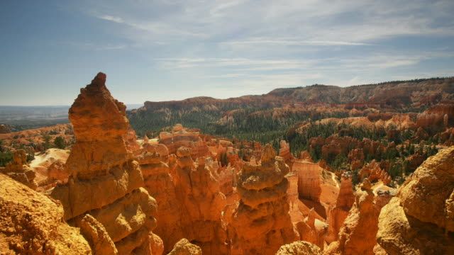 t/l, ws, pan, tourists on queens garden path, bryce canyon national park, utah, usa - bryce canyon stock videos and b-roll footage