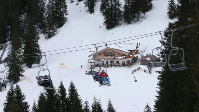 stockvideo's en b-roll-footage met tourists on ski lift at bavarian alps garmischpartenkirchen bayern germany on wednesday january 8 2020 - bavarian alps