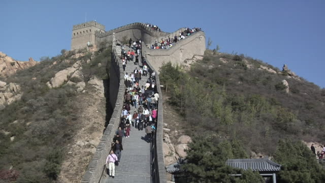 ms tourists on steps at great wall at badaling/ beijing, china - badaling great wall stock videos & royalty-free footage