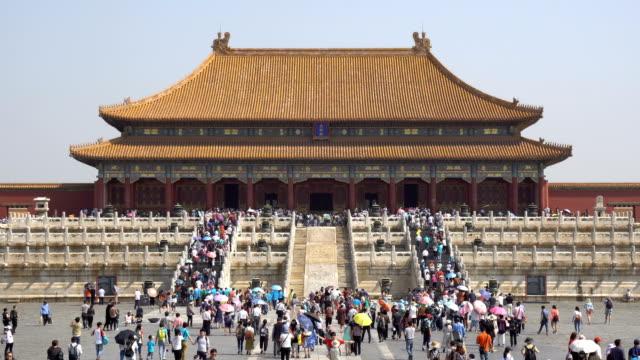 tourists on the square before the hall of supreme harmony - pechino video stock e b–roll