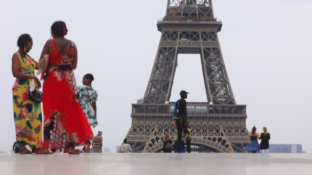 tourists on the trocadero square, the eiffel tower in th background during the heat wave that hits the french capital on july 31, 2020 in paris,... - bright colour stock videos & royalty-free footage