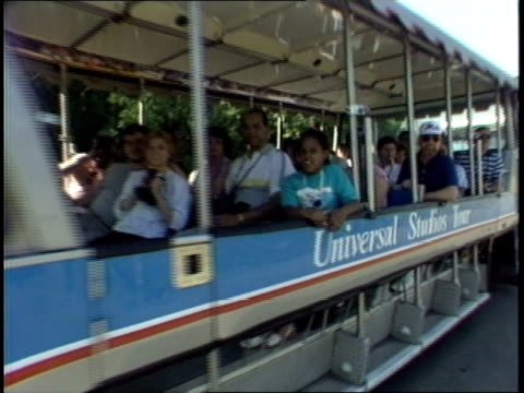 tourists on universal studio tour trolley - trolleybus stock-videos und b-roll-filmmaterial