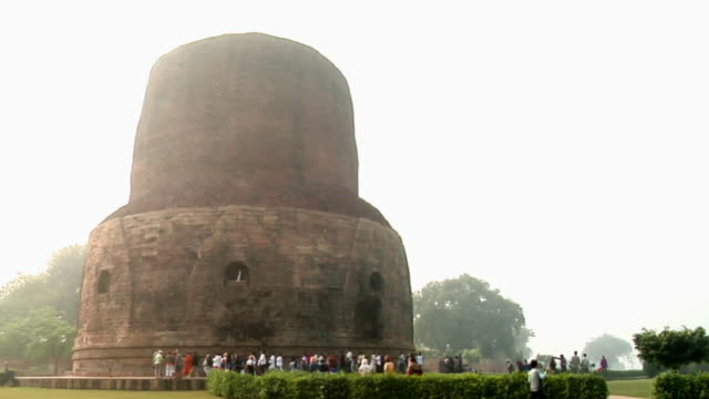 ws tourists roaming near dhamek stupa / sarnath, uttar pradesh, india - stupa stock videos & royalty-free footage