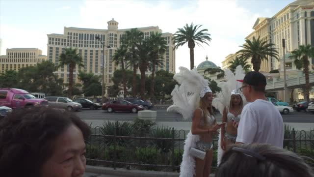 tourists taking picture with street performers in las vegas. - darstellender künstler stock-videos und b-roll-filmmaterial