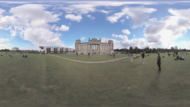 tourists taking pictures of reichstag on lawn immersive city scene tripod removal - monoscopic image stock videos & royalty-free footage