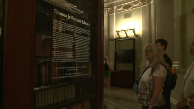 tourists to library of congress read about thomas jefferson's library - collection stock videos & royalty-free footage