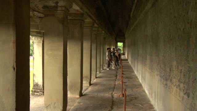 ls tourists viewing bas-relief mural at angkor wat / cambodia - basrelief stock-videos und b-roll-filmmaterial