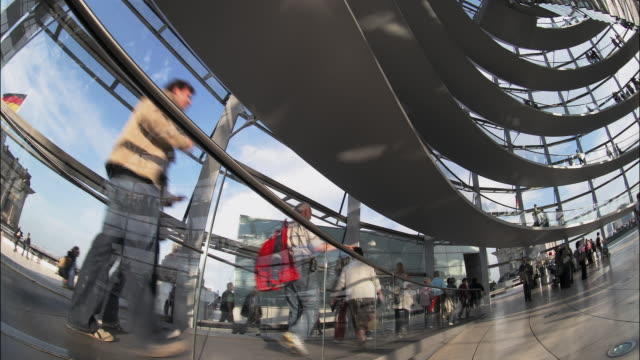 tourists visit the glass dome in berlin's reichstag building. - cupola video stock e b–roll