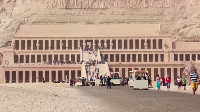 tourists visit the mortuary temple of hatshepsut at located on the west bank of the nile luxor egypt hatshepsut doughter of thutmose i and queen... - tal der könige stock-videos und b-roll-filmmaterial