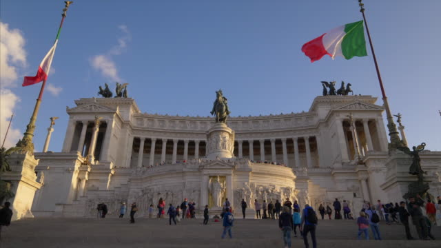 tourists visit the national monument of victor emmanuele ii aka monumento nazionale a vittorio emanuele ii aka altare della patria in rome, italy (tilt up) - altare della patria stock videos and b-roll footage