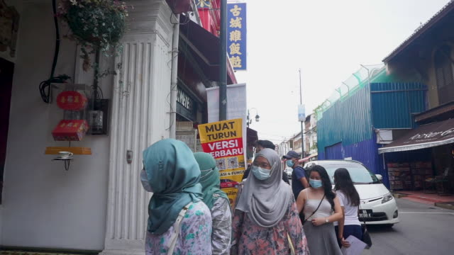 tourists visiting malacca jonker street during the pandemic of covid-19 - malaysia stock-videos und b-roll-filmmaterial